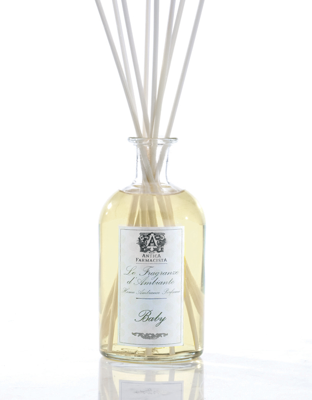 A beautiful soft scent, inspired by the purity and freshness of baby. Built on notes of soft peach, sparkling citrus and sheer floral notes of lavender, may rose and bigarade. A powdery hint of white musk, honeyed almond and creamy Tahitian vanilla round out this sweet, calming scent reminiscent of baby fresh.