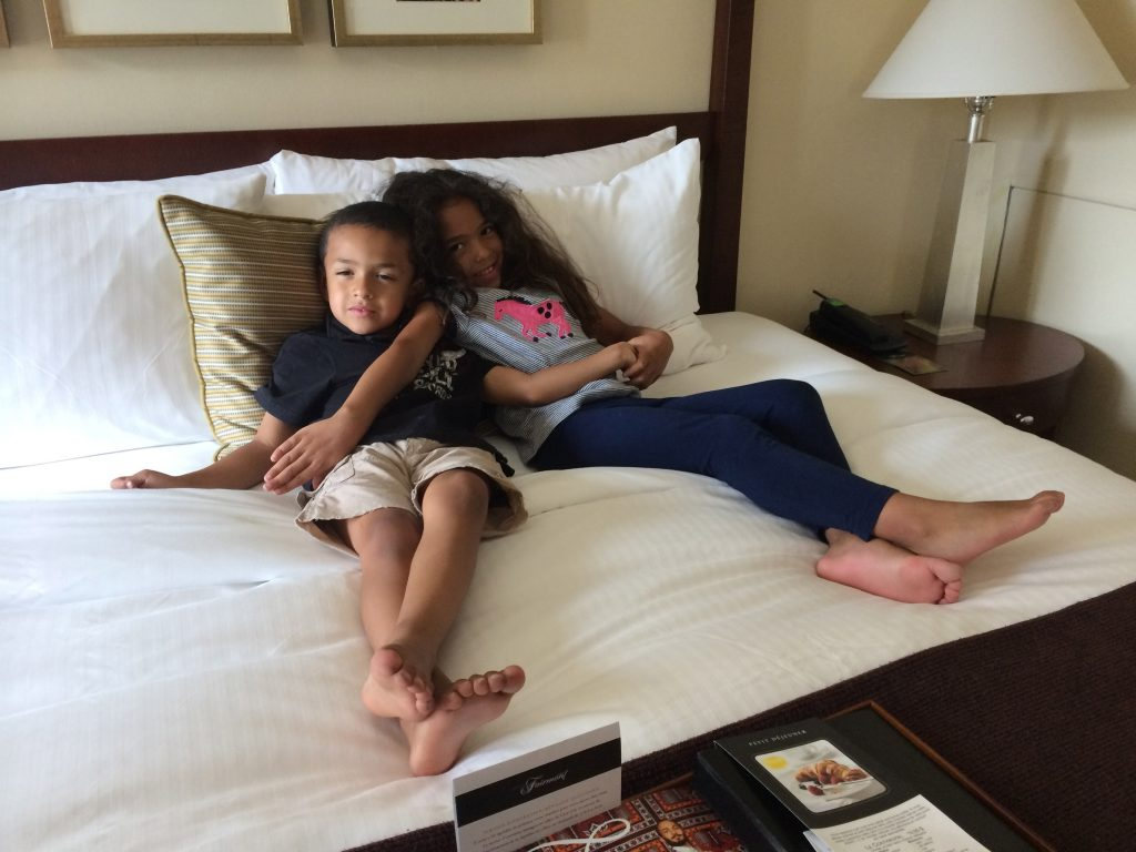 ©ClarendonMoms/Angelica Talan Logan & Ella relaxing in our Fairmont The Queen Elizabeth Junior Suite