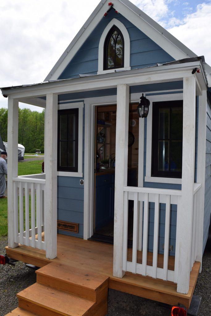 Tiny-Homes-Yogi-Bear's-Jellystone-Park-Clarendon-Moms