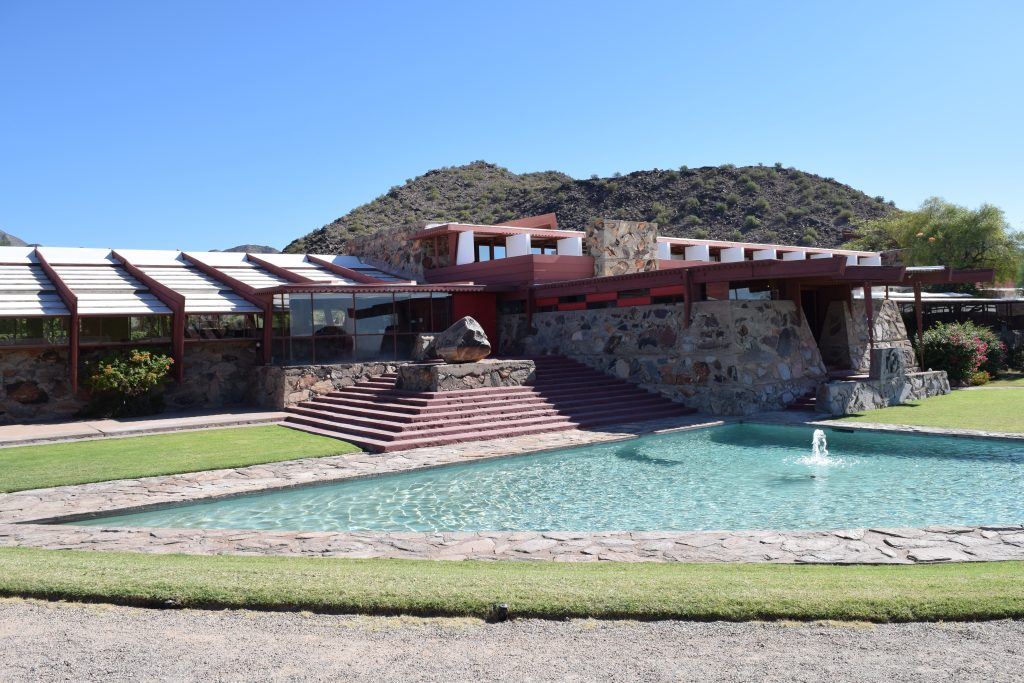 Taliesen-West-Clarendon_moms