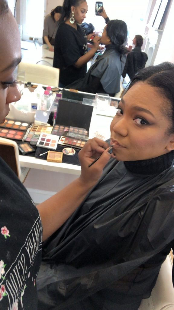 Own Your Wonder: The Beauty Bar That Does Makeup In One Hour